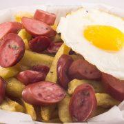 Salchipapa Alemana con huevo - Cinema Burger®