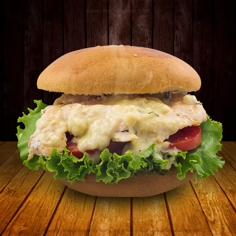 Sándwich de Pollo en salsa de queso- Cinema Burger®