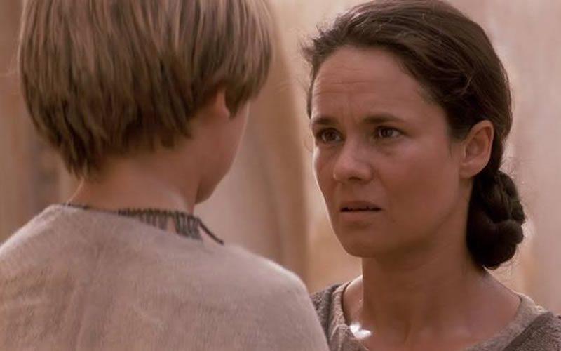 Shmi Skywalker - Star Wars: Episodio 1 (1999)